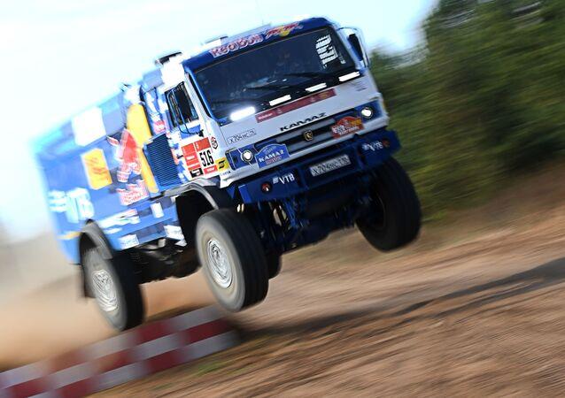 El equipo ruso KAMAZ-master se prepara para el Rally Dakar 2021