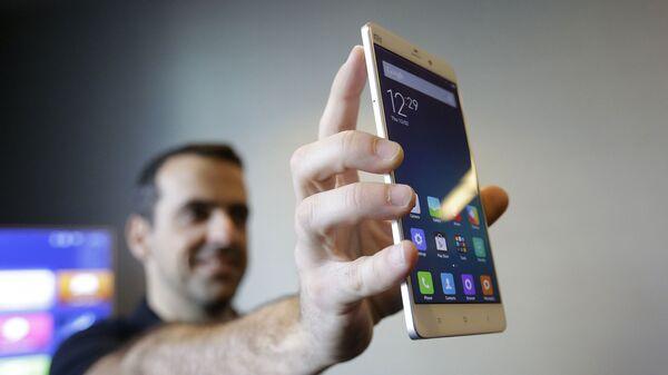 Un teléfono de Xiaomi, referencial - Sputnik Mundo