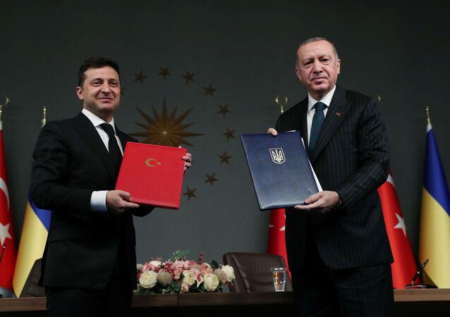 El presidente de Turquía, Recep Tayyip Erdogan y el presidente de Ucrania, Volodímir Zelenski
