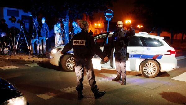 La Policía francesa en el lugar del ataque a un profesor de secundaria - Sputnik Mundo