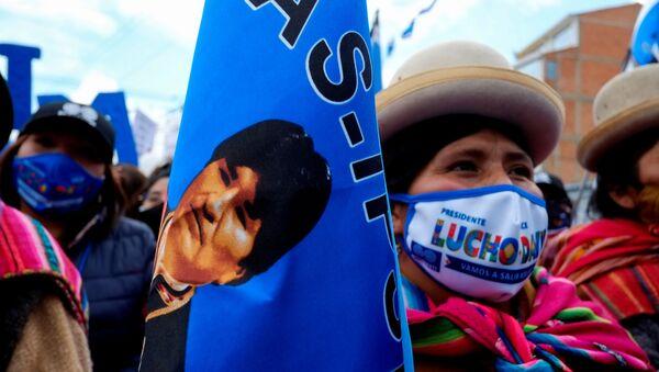 Los partidarios del partido boliviano Movimiento Al Socialismo  - Sputnik Mundo