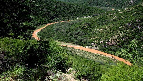 El río Sonora, contaminado por el derrame tóxico de la mina Buenavista del Cobre (archivo) - Sputnik Mundo