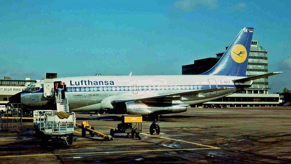El avión Landshut, secuestrado en 1977, en el aeropuerto - Sputnik Mundo