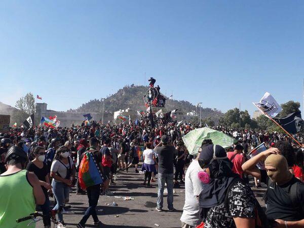 Manifestaciones celebran un año del estallido social en Chile - Sputnik Mundo