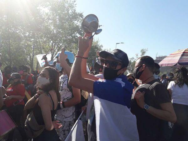 Manifestaciones a un año del estallido social en Chile - Sputnik Mundo