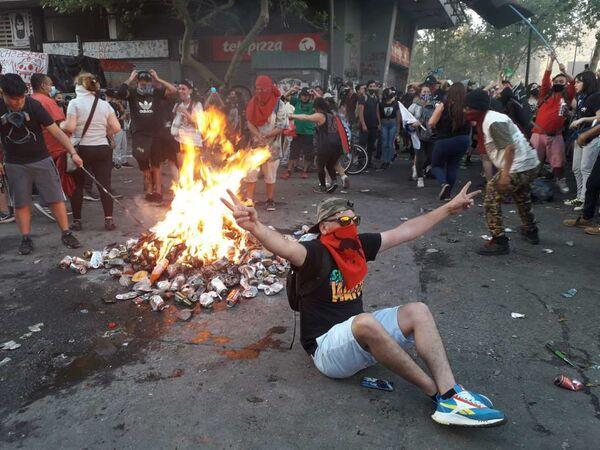 Manifestaciones por un año del estallido social en Chile - Sputnik Mundo