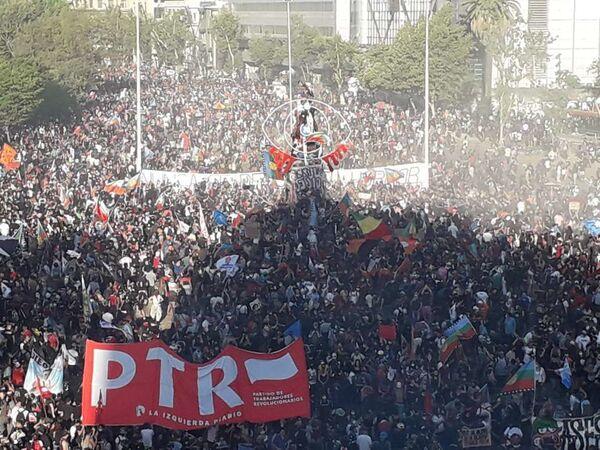 La rebautizada Plaza de la Dignidad a un año del estallido social en Chile - Sputnik Mundo