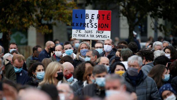Protestas en Francia por la decapitación de un profesor - Sputnik Mundo