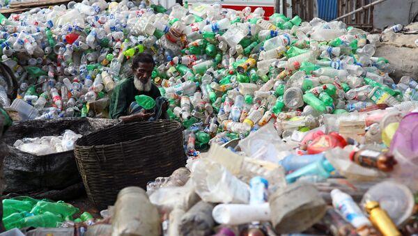 Recolección de plástico en Bangladés  - Sputnik Mundo