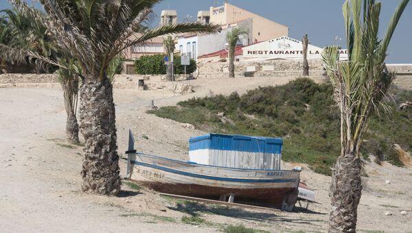 Una playa de la isla española de Tabarca - Sputnik Mundo