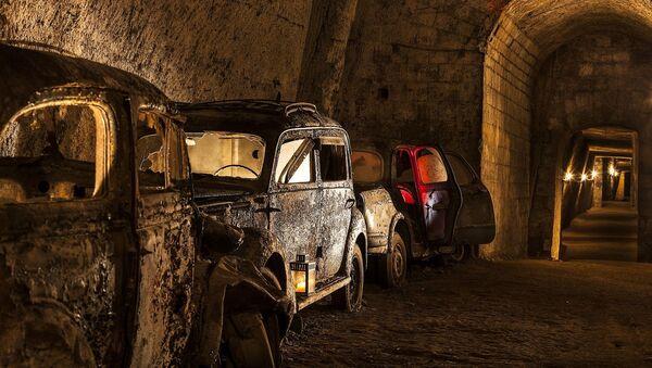 Autos antiguos en la Galleria Borbonica, Nápoles, Italia - Sputnik Mundo