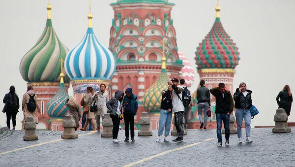 La gente en la Plaza Roja de Moscú - Sputnik Mundo