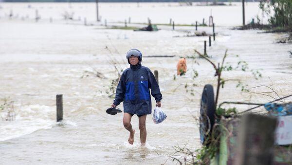 Inundaciones que azotaron las regiones centrales de Vietnam - Sputnik Mundo