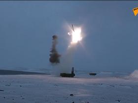 El primer lanzamiento del misil ruso Onix desde la isla Tierra de Alexandra