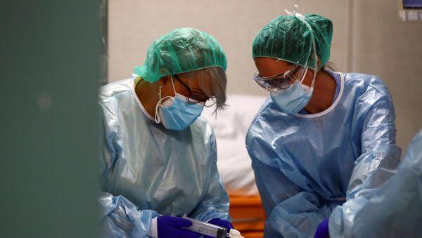 Médicos españoles - Sputnik Mundo