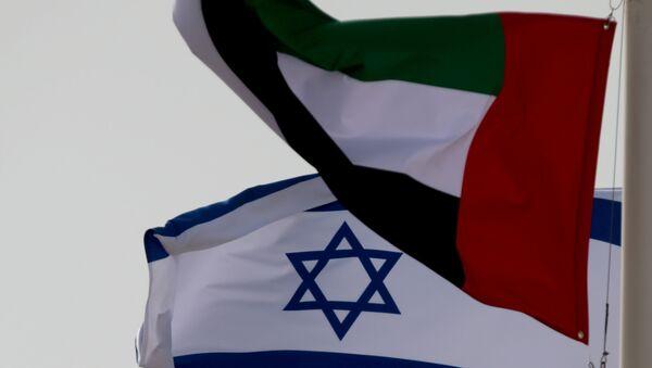 Banderas de Emiratos Árabes Unidos e Israel - Sputnik Mundo