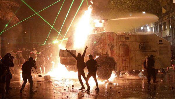 Masivas protestas en Santiago (Chile), el 18 de octubre de 2020 - Sputnik Mundo