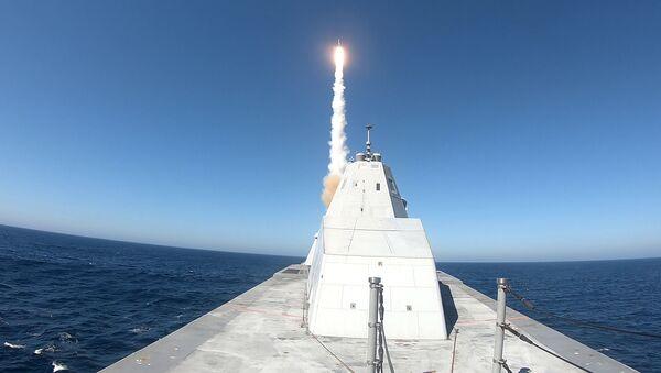 Prueba de disparo del destructor sigiloso de EEUU Zumwalt - Sputnik Mundo