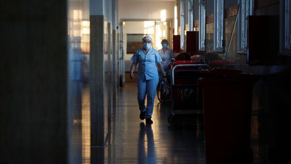 Médicos en un hospital durante el brote de coronavirus en Argentina - Sputnik Mundo