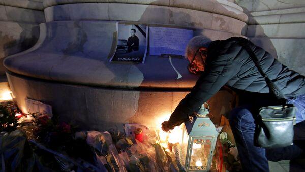 Homenaje al profesor decapitado en Francia - Sputnik Mundo