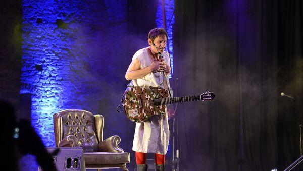 El artista Albert Pla durante una actuación de 2016 - Sputnik Mundo