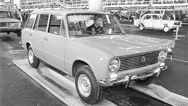 Un automóvil Zhiguli VAZ 2102 - Sputnik Mundo