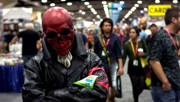Persona disfrazada de Red Skull - Sputnik Mundo