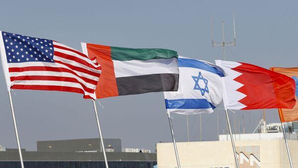 Banderas de EEUU, EAU, Israel y Bahréin  - Sputnik Mundo