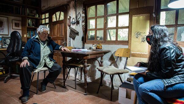 José 'Pepe' Mujica, expresidente de Uruguay, durante la entrevista con Sputnik - Sputnik Mundo