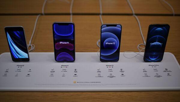 Varios iPhone en Apple Store - Sputnik Mundo