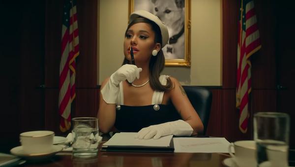 Ariana Grande se convierte en la presidenta de Estados Unidos en su videoclip 'Positions' - Sputnik Mundo