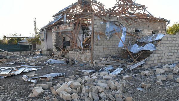 Casa destruida en Nagorno Karabaj - Sputnik Mundo