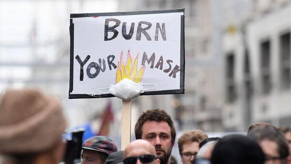 Protesta contra las medidas de restricción relacionadas con la pandemia en Londres (archivo) - Sputnik Mundo
