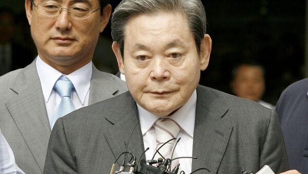 El presidente de Samsung, Lee Kun-Hee  - Sputnik Mundo