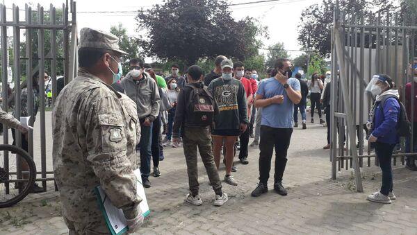 Militares custodian locales de votación del plebiscito en Chile - Sputnik Mundo