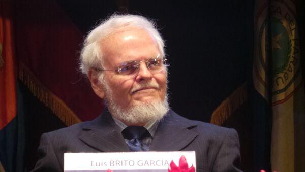 Luis Britto García, durante un simposio en el año 2015 - Sputnik Mundo