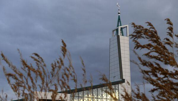 Мечеть Чалы Яр с необычным архитектурным обликом в стиле хай-тек открылась в Набережных Челнах - Sputnik Mundo