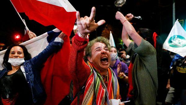 Chile celebra el triunfo del 'sí' a la nueva Constitución - Sputnik Mundo