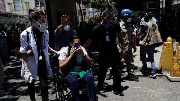 La evacuación de los pacientes tras el incendio en un hospital de Río de Janeiro - Sputnik Mundo