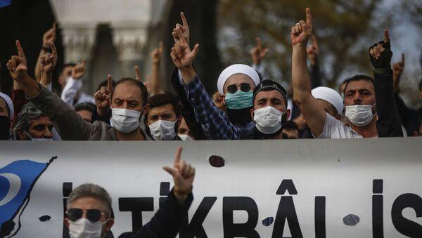Una protesta en contra de Macron en Ankara, Turquía - Sputnik Mundo