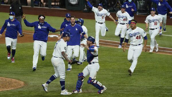 Jugadores de Los Angeles Dodgers celebran su victoria en la Serie Mundial 2020 - Sputnik Mundo