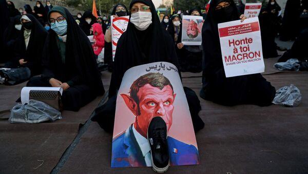 Musulmanos protestan contra el presidente de Francia, Emmanuel Macron - Sputnik Mundo