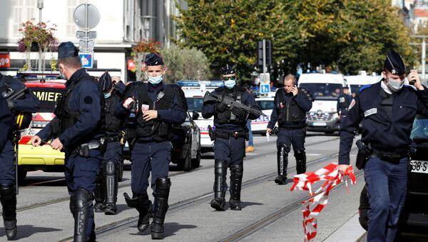 Fuerzas de seguridad franceses en el lugar del ataque en Niza - Sputnik Mundo