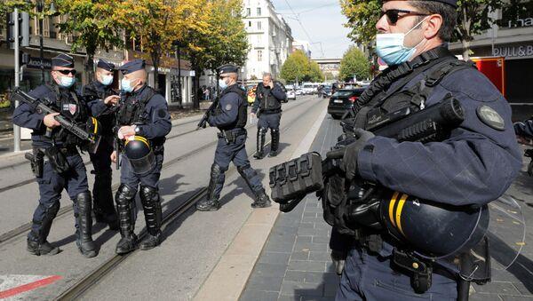 La Policía rodea la iglesia en Niza, donde tuvo lugar el atentado - Sputnik Mundo