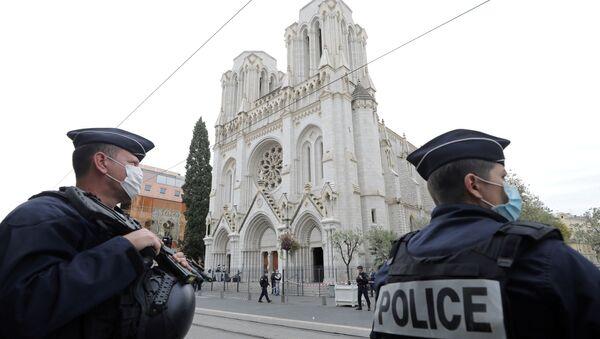 Policías cerca de la basílica de Notre Dame de Niza - Sputnik Mundo