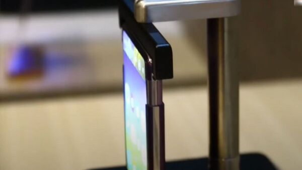 Nuevo 'smartphone TCL con una pantalla enrollable - Sputnik Mundo