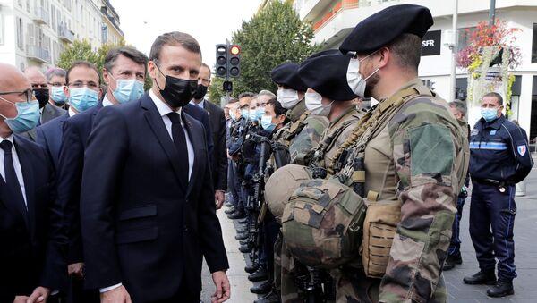 Emmanuel Macron, presidente de Francia, en el lugar del ataque en Niza  - Sputnik Mundo