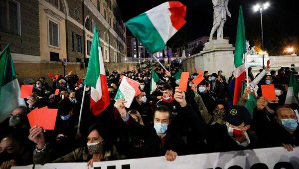 Las protestas contra las medidas por coronavirus en Italia (archivo) - Sputnik Mundo