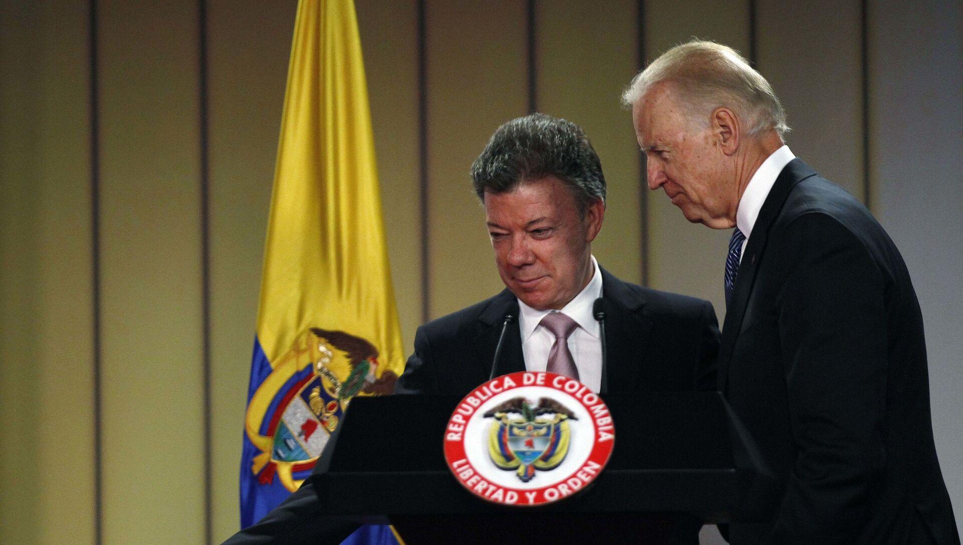El expresidente colombiano Juan Manuel Santos junto a Joe Biden durante su visita a Colombia en 2016 - Sputnik Mundo, 1920, 29.10.2020