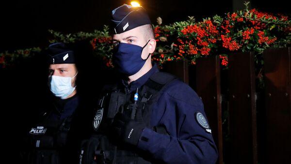 Policía francesa en París - Sputnik Mundo